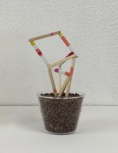 絵画の枝 twigs of painting 2014 Gouache on wood, stone, glass φ8 x 15.7 cm